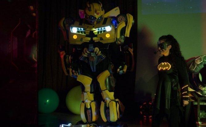 Liga Robotilor - Eveniment Festiv pentru Copii cu BumbleBee și BatWoman   28 Martie   ora 11:00   +4